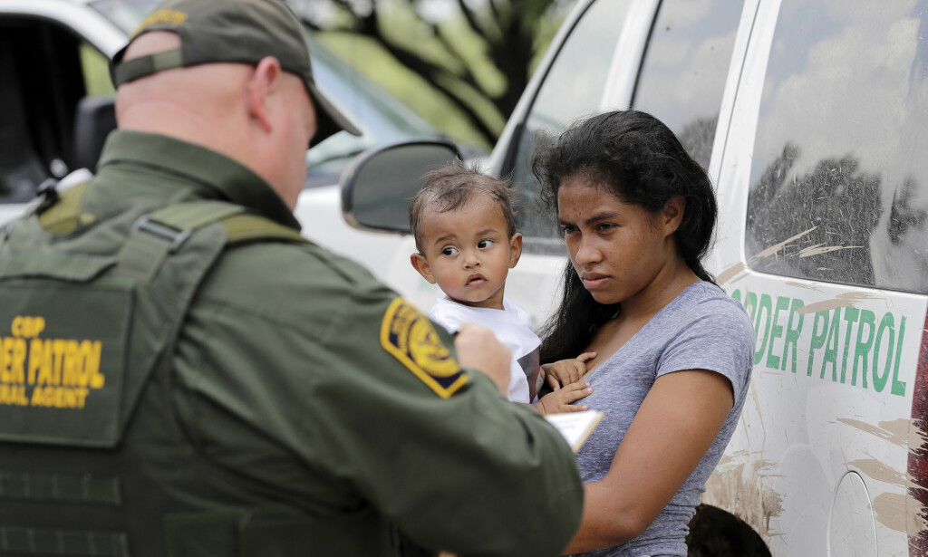 GRENSETRØBBEL: Donald Trump og hans administrasjon kom under enorm motbør for sin «nulltoleranse»-politikk, som førte til at barn ble skilt fra sine foreldre på den amerikansk-meksikanske grensa. Foto: AP Photo / David J. Phillip / NTB scanpix
