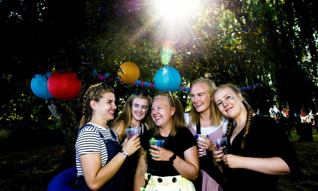 GIRA: Venninnegjengen fra Tønsberg har gledet seg til årets festival siden i fjor. Foto: Jon-Terje Pedersen / Dagbladet