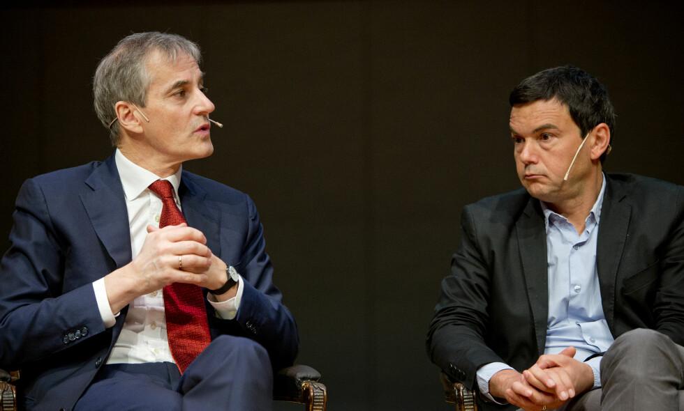 VEIVALG: Ap-leder Jonas Gahr Støre i samtale med professor i økonomi Thomas Piketty i en paneldebatt i 2014. Foto: Jon Olav Nesvold / NTB scanpix