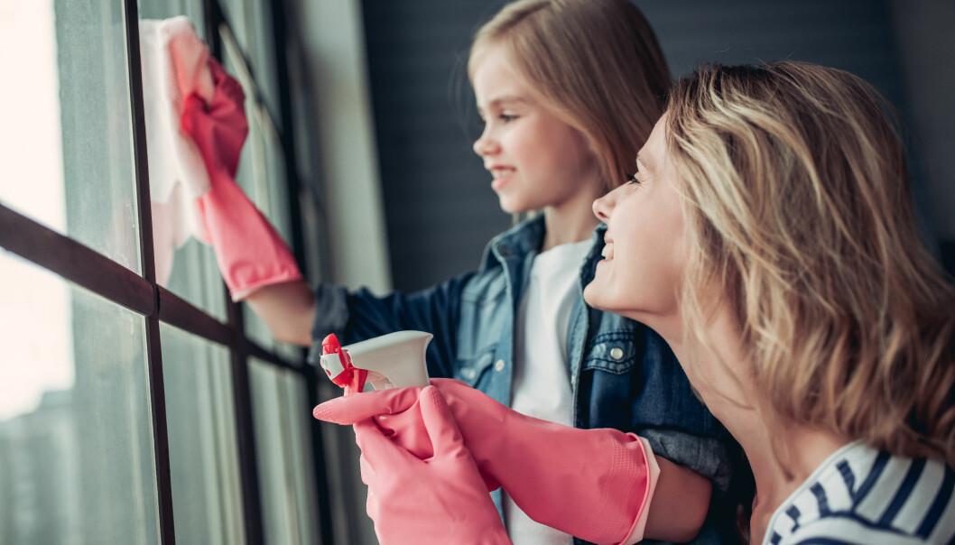 FORDELING AV HUSARBEID: Visste du at to av tre par deler husarbeidet tradisjonelt - altså at kvinnen gjør mest? FOTO: NTB Scanpix