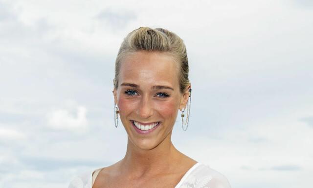 60b9f1d5 HVIT BRUD: Tidligere i sommer giftet Katarina Flatland seg i en vakker  brudekjole. Nå