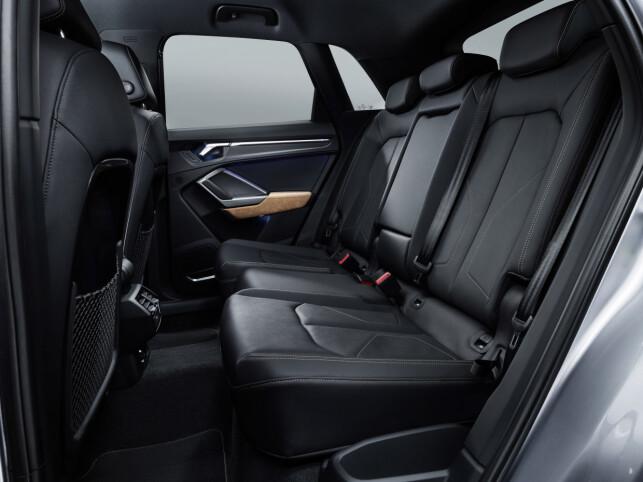FORBEDRET: Ifølge Audi er det betydelig bedre plass her bak enn det er på den utgående Q3. Foto: Audi