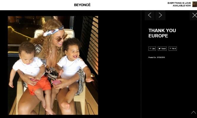 TVILLINGLYKKE: Beyoncé sammen med tvillingbarna Rumi (t.h.) og Sir. Bildet ble lagt ut på superstjernens nettside i forbindelse med Europa-avslutningen av turneen On the Run II. FOTO: Skjermdump fra Beyonce.com