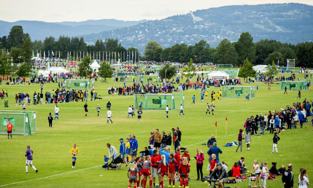 Oslo  20160803. Oversiktsbilde over Ekebergsletta under Norway Cup 2016 onsdag kveld. Foto: Vegard Wivestad Grøtt / NTB scanpix