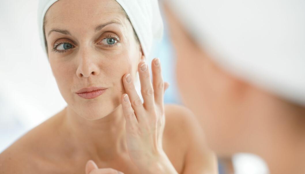 IKKE LIKE SPRETTEN I 40-ÅRENE: - Huden vil ofte vise tegn på å være mindre elastisk og spretter ikke like raskt på plass som den gjorde før, sier eksperten. FOTO: NTB Scanpix
