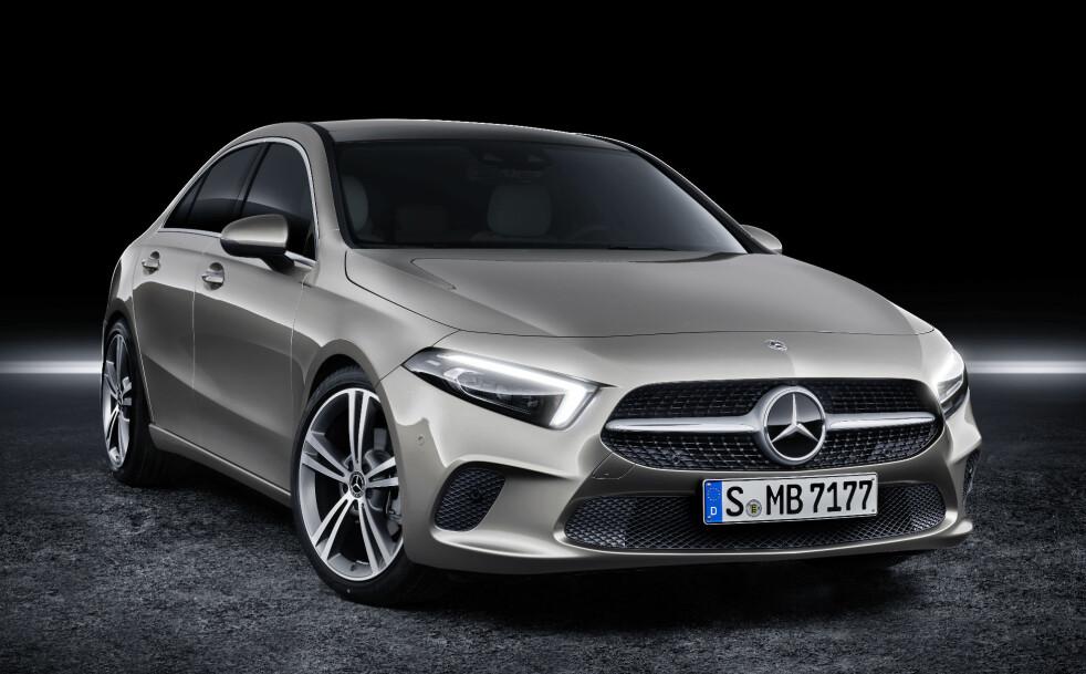 <strong>PROGRESSIV FRONT:</strong> Mercedes' nyeste designuttrykk preger nye A-klasse, også i sedanformat. Det gir bilen et fremoverlent uttrykk. Foto: Daimler