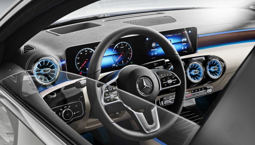 <strong>KOMPAKT LUKSUS:</strong> Nye A-klasse har utvilsomt satt en ny standard i kompaktklassen med muligheten for å utstyre den med høyteknologisk førerassistanse og multimedialøsninger. Det gjelder naturlig nok også sedanen. Foto: Daimler