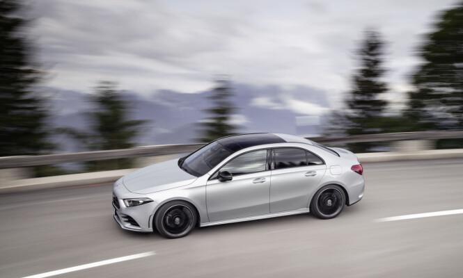 <strong>SKJÆRER GJENNOM:</strong> Med sin særdeles utstuderte profil og aerodynamiske detaljer, oppnår nye A-klasse sedan en rekordartet aerodynamisk effektivitet. Foto: Daimler