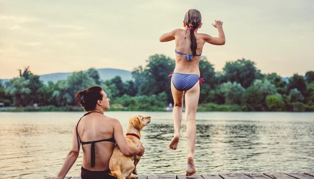 <strong>FORHOLDSREGLER:</strong> Bruk vanntette plaster på eventuelle sår, ta korte bad og tørk deg godt. Foto: Scanpix.