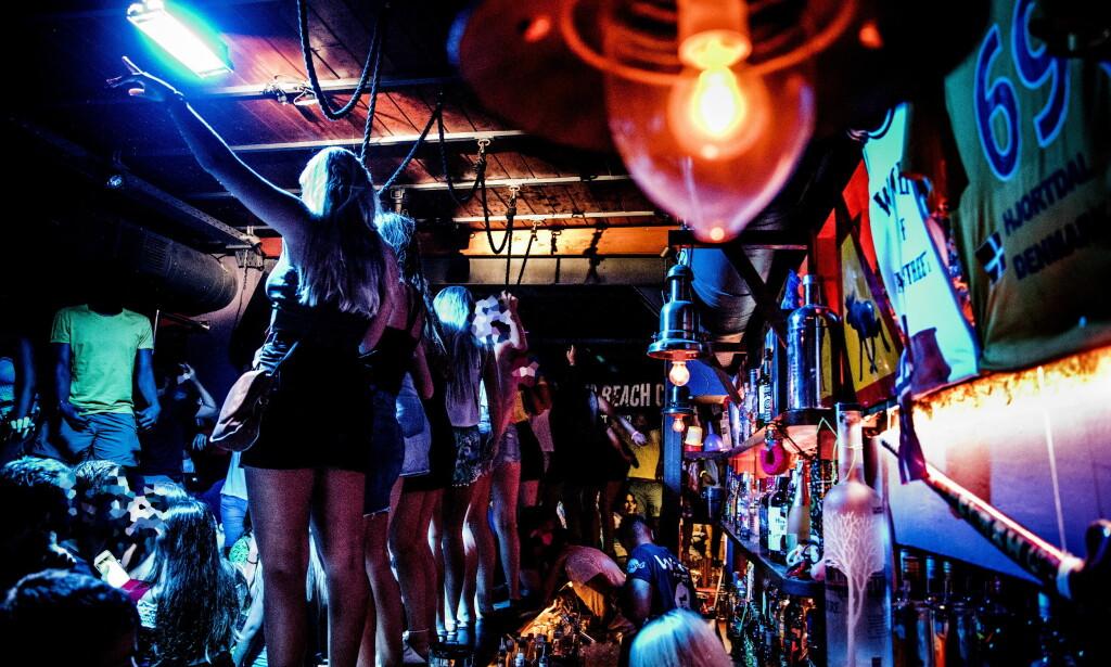 PÅ KLUBBEN: Russen og andre unge fester på nattklubben West. Foto: Christian Roth Christensen