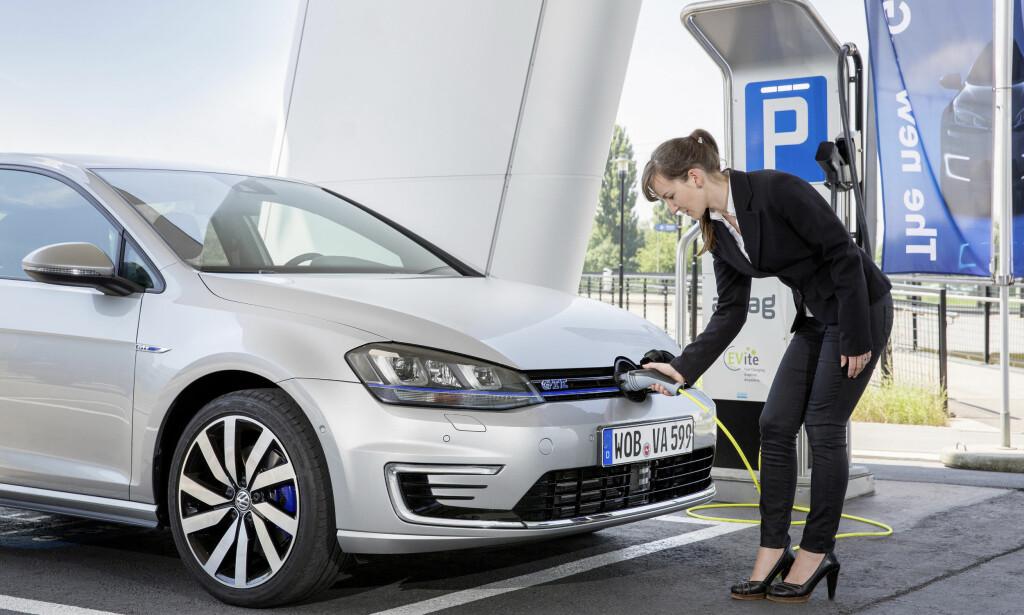 FLERE MERKER: Tilbakekallingen gjelder 124.000 ladbare biler fra flere merker i VW-konsernet. Foto: VW