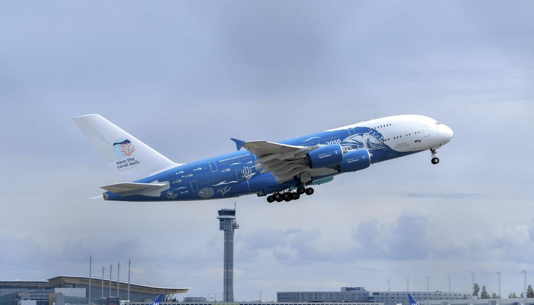 OVER 400 SETER: Airbus A380 er verdens største passasjerfly med to fulle etasjer. De neste tre ukene har Norwegian leid inn denne kjempemaskinen som senest i går var på Gardermoen for å fly Ving-turister til Mallorca. Foto: NTB Scanpix