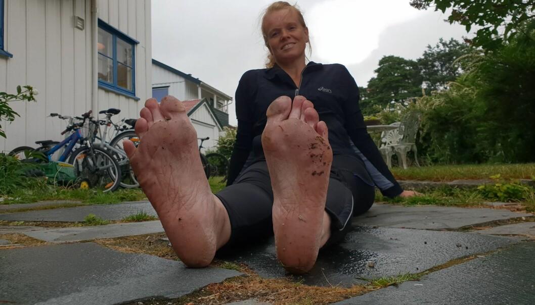 HEKTA PÅ BARFOTLØPNING: Astrid løper uten sko i all slags vær. Foto: Privat
