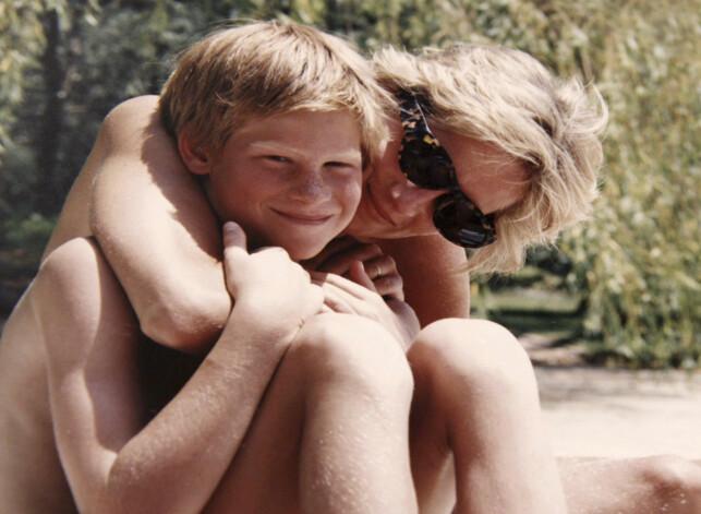 MMISTET LIVET: Prinsesse Diana ble bare 36 år gammel. Her med prins Harry, som i dag feirer sin kones 37 årsdag. Foto: NTB Scanpix