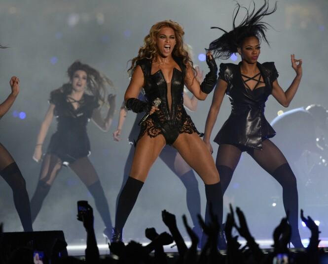 <strong>SUPERBOWL:</strong> Den var denne opptredenen under Superbowl som skal ha startet Beyoncés krav om fotorestriksjoner under sine konserter. Foto: AFP
