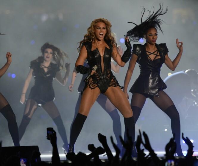 SUPERBOWL: Den var denne opptredenen under Superbowl som skal ha startet Beyoncés krav om fotorestriksjoner under sine konserter. Foto: AFP