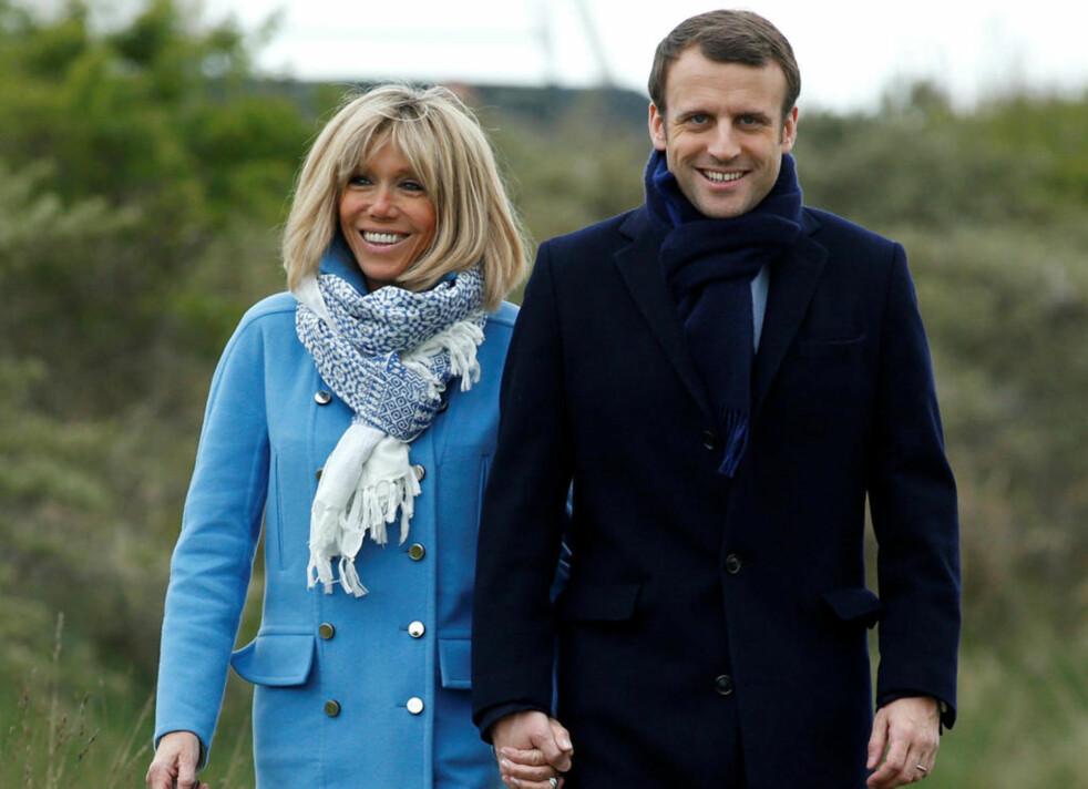 ELDRE KONE: Den franske presidenten, Emmanuel Macron (41), møtte kona Brigitte Trogneux (65) da han var 15 år og hun 39 år. Hun var drama- og litteraturlæreren hans. Da Macron var 17 år gammel sa han til henne at han ville gifte seg med henne. Foto: Scanpix.