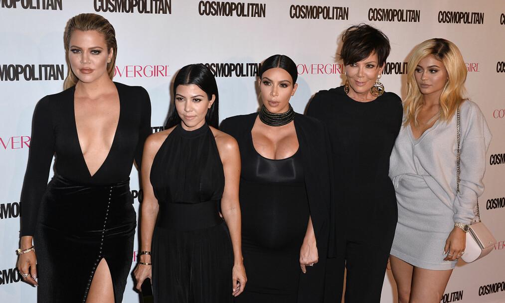 DRAMATIKK: På grunn av fjorårets drama kan det hende at årets julebilde av Kardashian/Jenner-familien blir lagt på is. Foto: NTB Scanpix