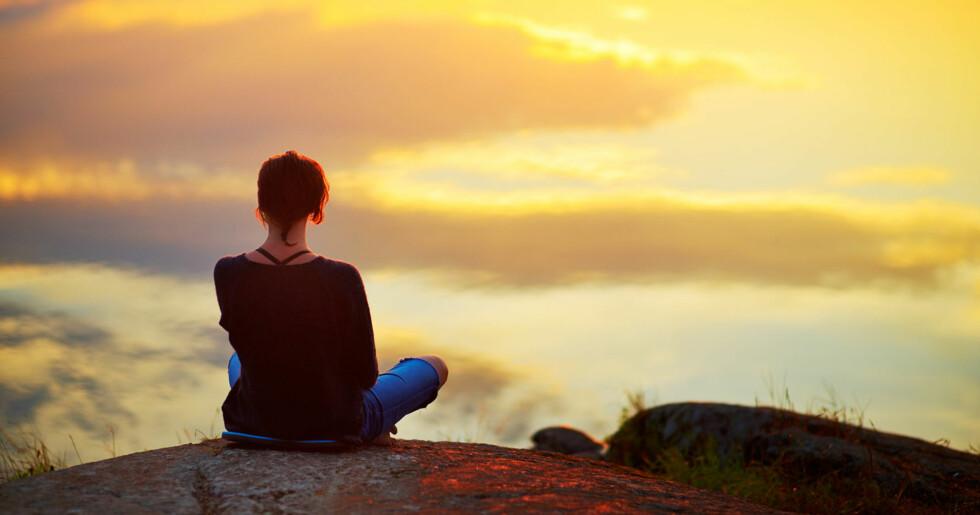 TRIVES BEST ALENE: En person med schizoid personlighetsforstyrrelse er som regel sky, og unngår ofte sosiale sammenhenger. Illustrasjonsfoto: NTB Scanpix / Shutterstock