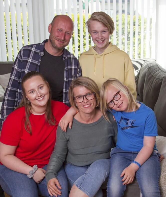 <strong>NYE VANER:</strong> Ivan, Emma Sofie, Olve og Heine er fornøyd med familiens nye matvaner. Mamma sørger for lunsj med grove boller og rikelig med grønnsaker. Hun er takknemlig for at familien lot henne få lov til å prioritere kampen mot kiloene. FOTO : SVEND AAGE MADSEN / SE OG HØR