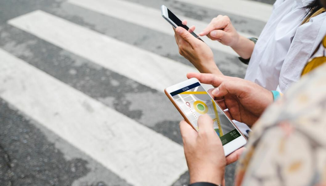 <strong>MOBIL-APP:</strong> En kart-app er kjekt å ha, enten du er påkort tur i nærområdet eller på en lang tur utenlands. Hvilke andre apper er greie å laste ned på mobil eller nettbrett? Og hvordan gjør du det? I artikkelen under får du gode tips. Foto: Scanpix.