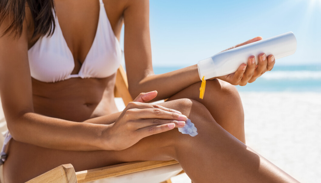 Bruk tilstrekkelig med solkrem, og tilfør huden din nok fuktighet - da varer brunfargen din lengre. FOTO: NTB Scanpix