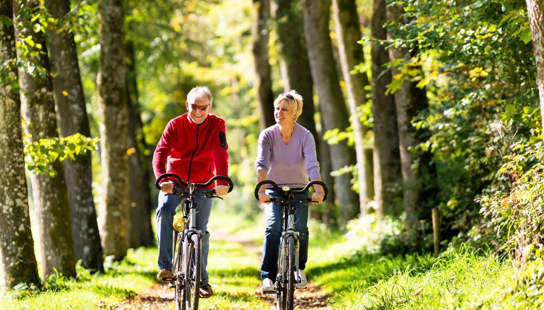 AKTIVE SAMMEN: Ny studie viser at lagidrett, sykling og aerobics ga best effekt på den psykiske helsen. Illustrasjonsfoto: Colourbox