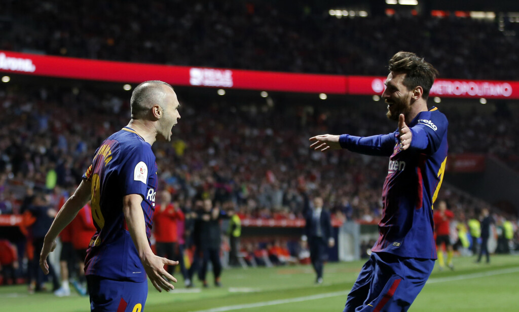 BARCELONA: Messi og Iniesta. Foto: AP Photo/Paul White