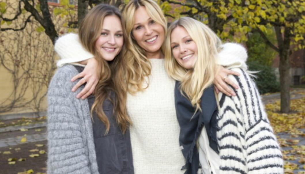 <strong>TV-MAMMA:</strong> Maria Skappel Holzweiler (t.v) med lillesøsteren Marthe (t.h) og moren Dorthe Skappel. Foto: Andreas Fadum / Se og Hør