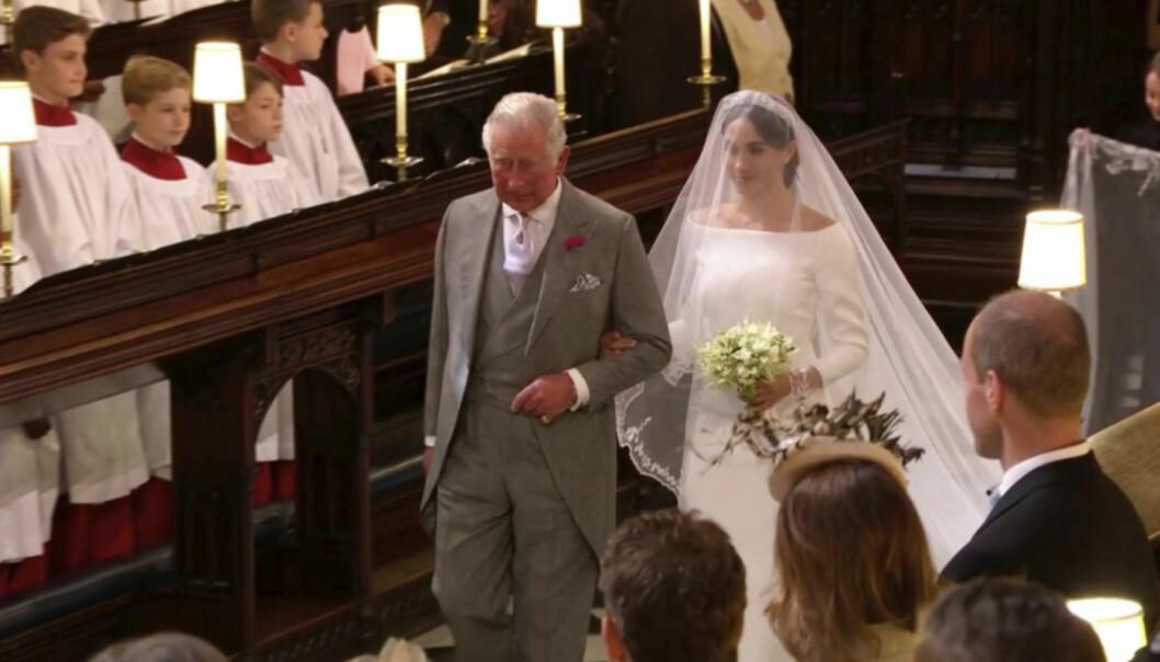 ERSTATTET FAREN: Prins Charles fulgte Meghan Markle til alteret i St. George's Chapel i Windsor Castle lørdag 19. mai. Foto: Sky News via AP/ NTB scanpix