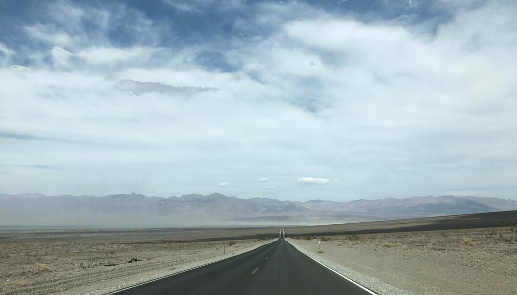 <strong>HIGHWAY TO HELL:</strong> På stø kurs mot Death Valley, jordas toppunkt, hva temperatur angår.