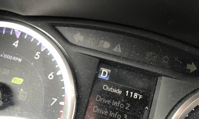 STILL RISING: Termometeret vårt stanset ikke før på 120 grader Fahrenheit, noe som tilsvarer gjennomsnittstemperaturen i Death Valley i juli i år.