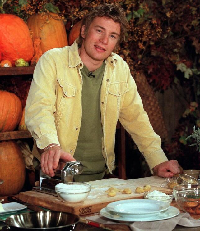 DE NAKNE KOKKEN: Det var på tidlig 2000-tallet at Jamie Oliver startet med å oppfordre menn til å lage mat gjennom tv-serien «The Naked Chef». Foto: NTB Scanpix