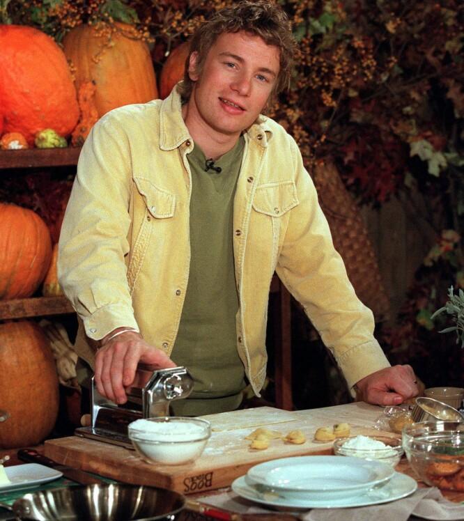 DEN NAKNE KOKKEN: Det var på tidlig 2000-tallet at Jamie Oliver startet med å oppfordre menn til å lage mat gjennom tv-serien «The Naked Chef». Foto: NTB Scanpix