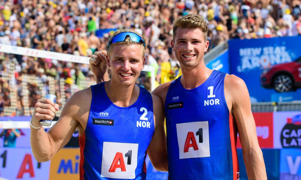 FINALEKLARE: Christian Sørum og Anders Mol er klare for finale i verdensserieturneringen i Las Vegas. Foto: Norges Volleyballforbund / NTB scanpix