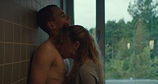 image: «Skam»-Tarjei (19) i erotisk thriller: - Man skal ikke ligge med elevene sine, så enkelt er det