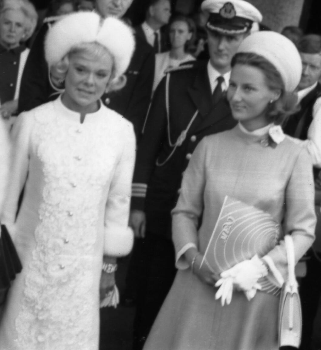 <strong>SONJA + SONJA:</strong> Sonja Henie og Sonja Haraldsen under åpningen av Henie-Onstad kunstsenter 23. august 1968. Seks dager senere giftet sistnevnte Sonja seg, og ble Norges nye kronprinsesse. FOTO: NTB Scanpix