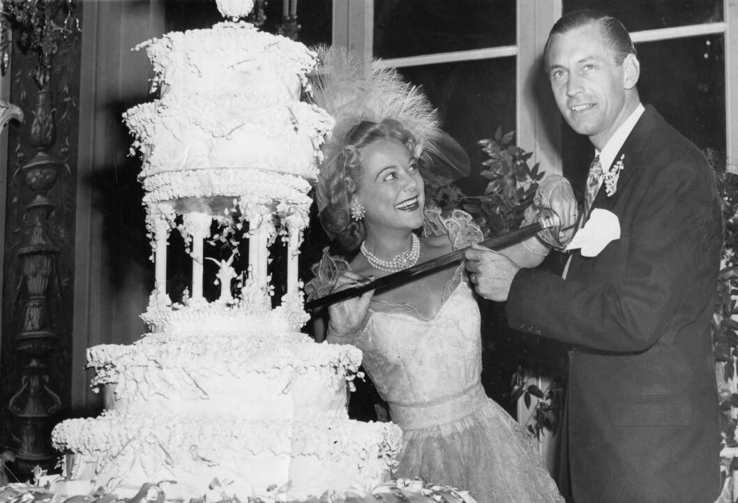 <strong>BRYLLUP:</strong> Sonja Henie og ektemann nummer to - Winthrop Gardiner jr. - giftet seg i New York i 1949. Skilsmissen var et faktum i 1956. FOTO: NTB Scanpix