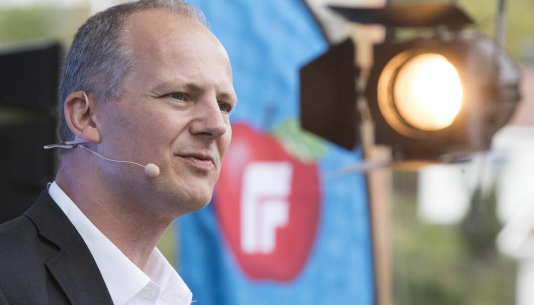 SVARER: Ketil Solvik Olsen svarer Dagbladet om bompenger og vei. Foto: Terje Pedersen / NTB Scanpix