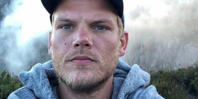 image: Aviciis far med sterk tale etter sønnens død: - Varmer hjertene våre i denne tøffe perioden