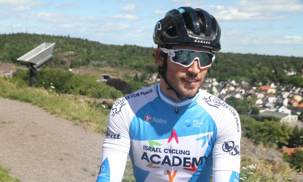 IKKE BARE BLID: Sondre Holst Enger mente det var en katastrofe at en gruppe på 25 mann slet seg løs i Arctic Race og at Israel Cycling Academy ikke klarte å plassere én eneste rytter der. FOTO: Jarle Fredagsvik, procycling.no