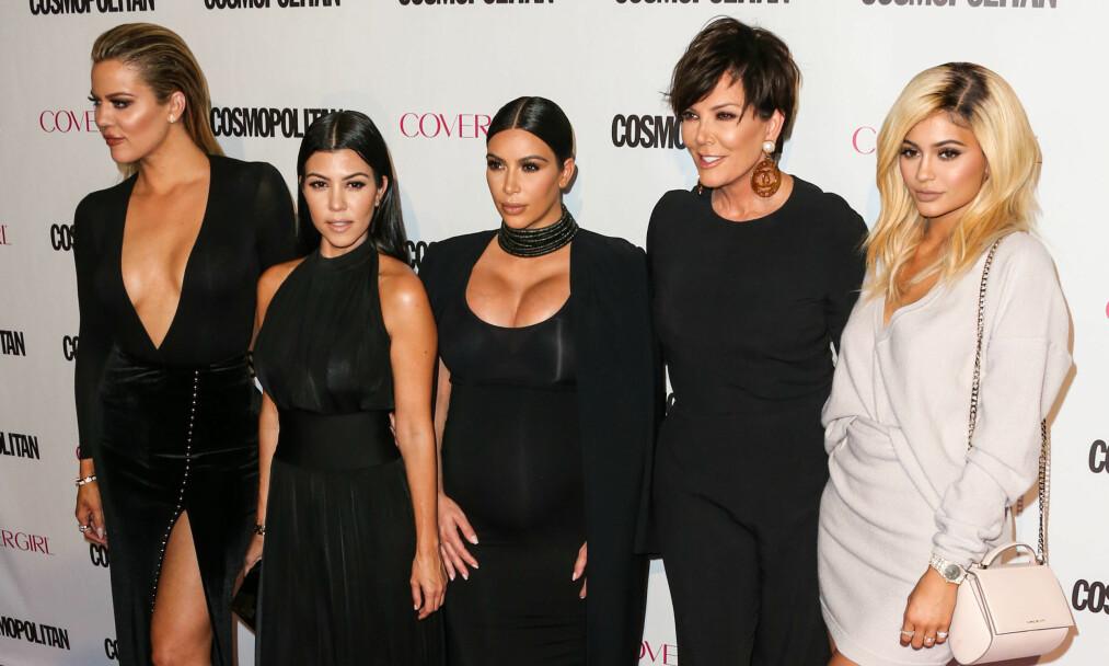 SØKKRIKE: Den berømte Kardashian/Jenner-familien har uten tvil nok til salt i grøten. Likevel er det store forskjeller innad i familien når det kommer til egen inntekt og verdi. Foto: Splash News / NTB Scanpix