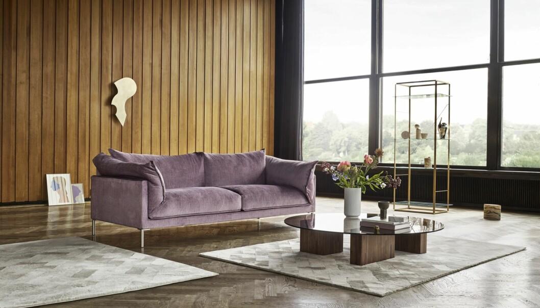 Sofaen «Butterfly» fra Eilersen er designet av den japanske designeren Yuzuru Nishiyama. Den finnes med et utvalg eksklusive tekstiler, blant annet en mørk, dempet rosatone.