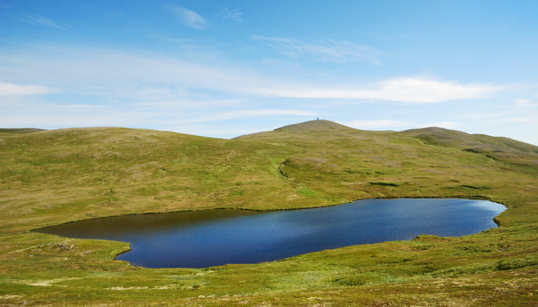 <strong>TJERN:</strong> Det går an å bruke et nærliggende tjern eller en innsjø som vannkilde. Foto: Shutterstock.