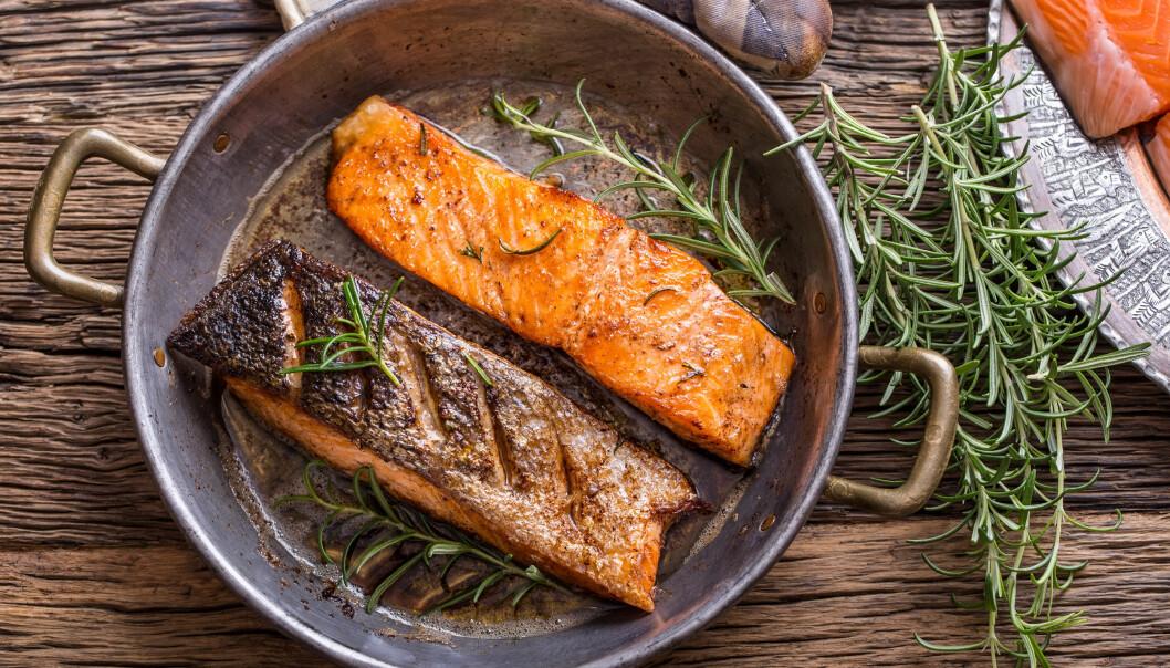 SPIS FISK: Tilstrekkelig med fet fisk som ansjos, sardiner, sild og makrell er flott fordi omega-3 demper inflammasjon i vev, som igjen gir sterkere negler og sunnere hud og hår. Foto: Scanpix