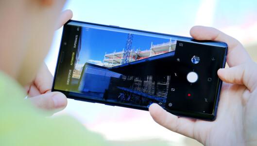 <strong>KAMERA MED MASSE FUNKSJONER:</strong> Note 9 kommer med et dobbeltkamera med både vidvinkel- og telefoto-objektiv. Kameraet har også justerbar blenderåpning. I Samsungs kamera-app har du et lass med funksjoner, kameramoduser og innstillingsmuligheter. Foto: Ole Petter Baugerød Stokke