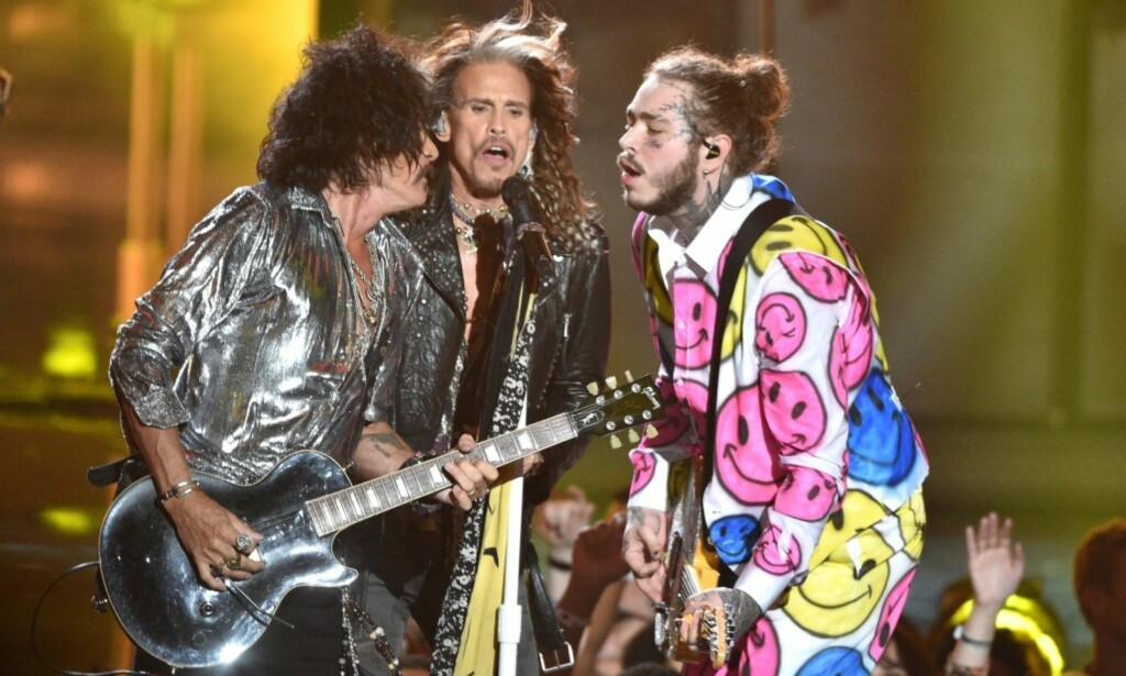 MED AEROSMITH: I natt sang Post Malone sammen med Aerosmith under VMA. Foto: Pa Photos / NTB Scanpix