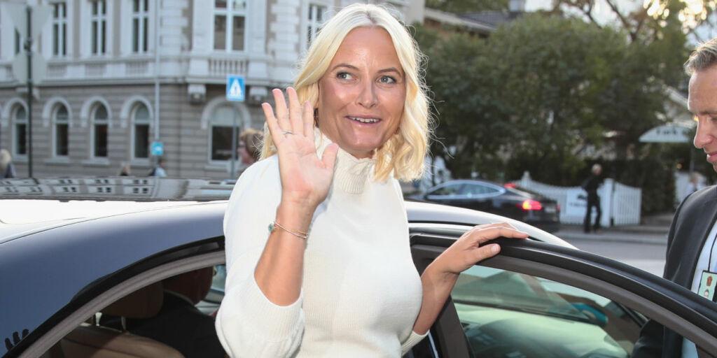 image: Hylles som glamorøs blondine i utlandet