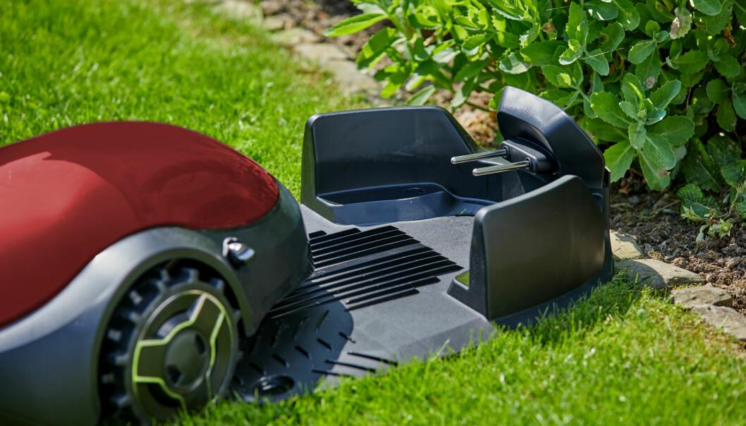 <strong>ROBOTKLIPPERE KORTSLUTTER:</strong> Robotklippere står for en stadig større andel av lynskadene i svenske boliger. Også de generelle skadetallene på disse produktene øker dramatisk, ifølge svenske Folksam. Foto: Shutterstock/NTB scanpix