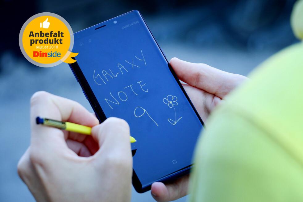 <strong>SATSER PÅ PENN:</strong> Samsung er alene om å ha en toppmodell som kommer med en penn til skriving og tegning. Foto: Ole Petter Baugerød Stokke